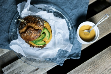 BURGERZAKEN: Veggieburger met honing mosterd saus