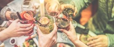 Zonnige cocktails en mocktails