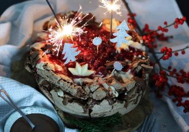 Double choco Pavlova met Baileys Mascarpone crème, Nutella Ganache en kersen