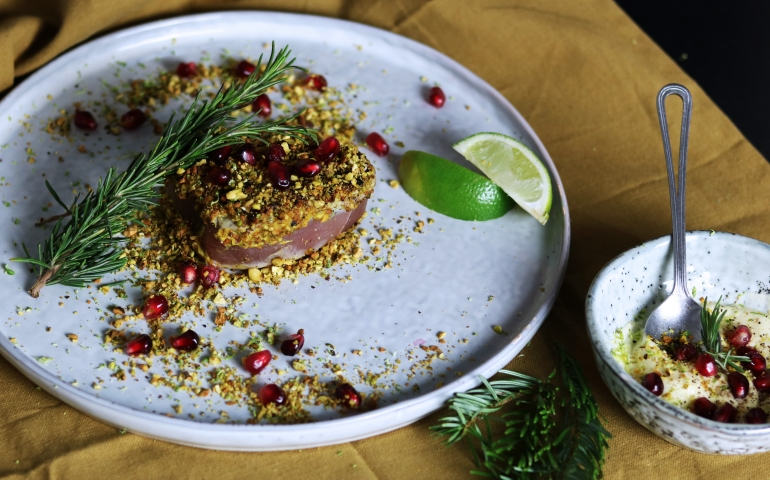 Tonijnsteak met Pistachekorst en wasabi-mayonaise